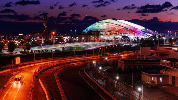 Трасса Формулы 1 и стадион Фишт в Олимпийском парке в Сочи.