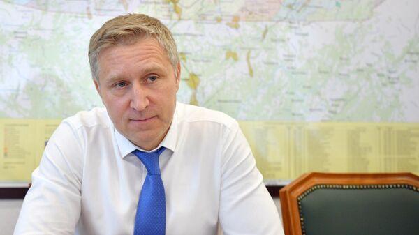 Губернатор Ненецкого автономного округа Юрий Бездудный во время интервью в рабочем кабинете