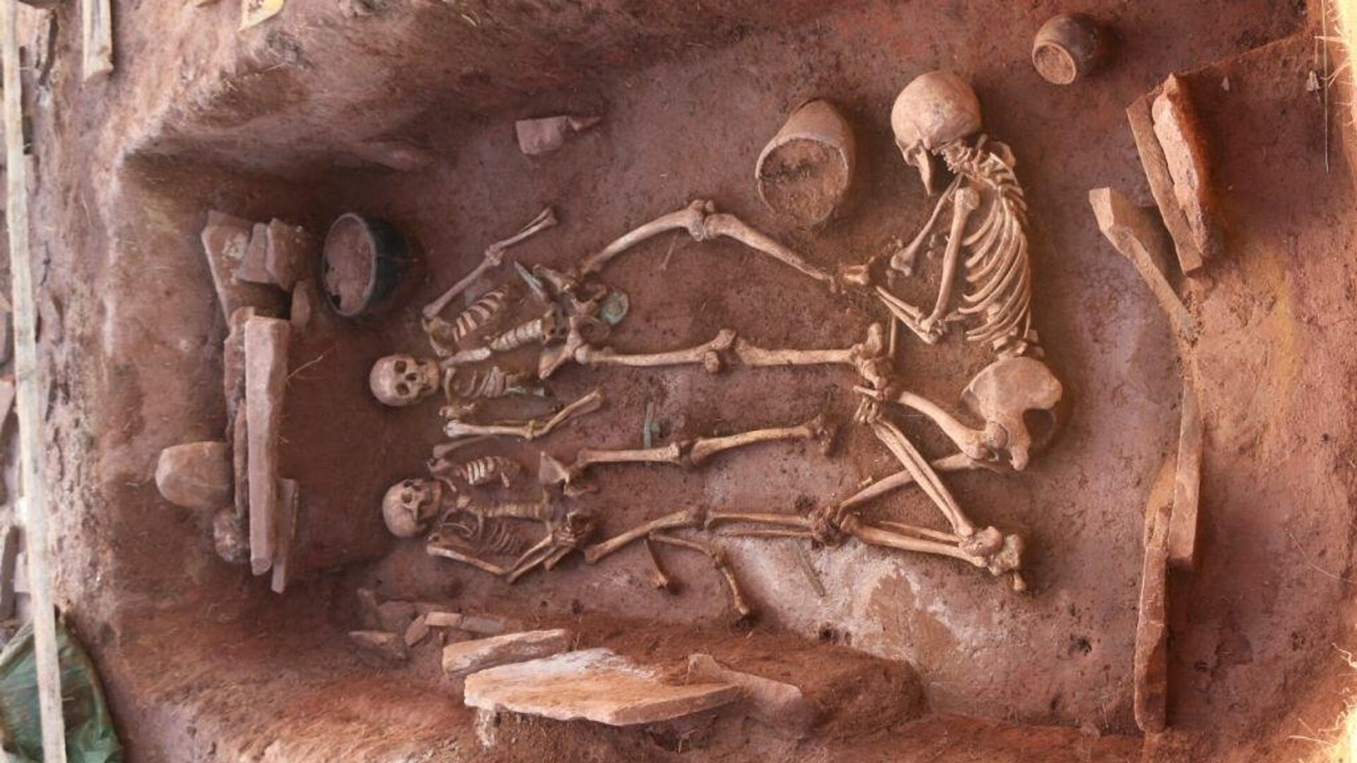 1577606756 0:56:1024:632 1920x0 80 0 0 edf35ee24bf180a6200a058b91358b63 - Археологи обнаружили в Хакасии нетронутый могильник скифского времени