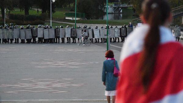 Сотрудники ОМОНа во время несанкционированной акции протеста оппозиции в Минске