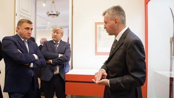 Губернатор Тульской области Алексей Дюмин и руководитель Федерального архивного агентства Андрей Артизов