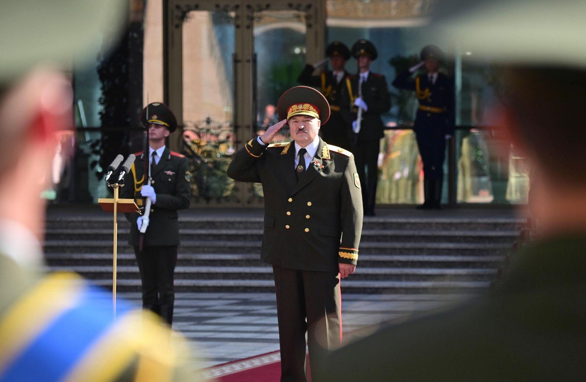 Президент Белоруссии Александр Лукашенко после завершения церемонии инаугурации в Минске - РИА Новости, 1920, 24.09.2020