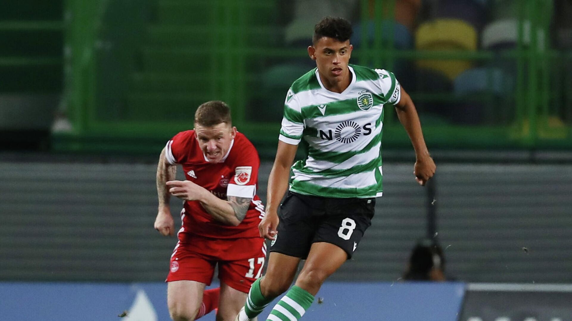 Soccer Football - Europa League - Third qualifying round - Sporting CP v Aberdeen - Estadio Jose Alvalade, Lisbon, Portugal - September 24, 2020  Sporting CP's Matheus Nunes in action with Aberdeen's Jonny Hayes REUTERS/Pedro Nunes - РИА Новости, 1920, 25.09.2020