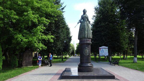 Городской сад. Памятник Екатерине II