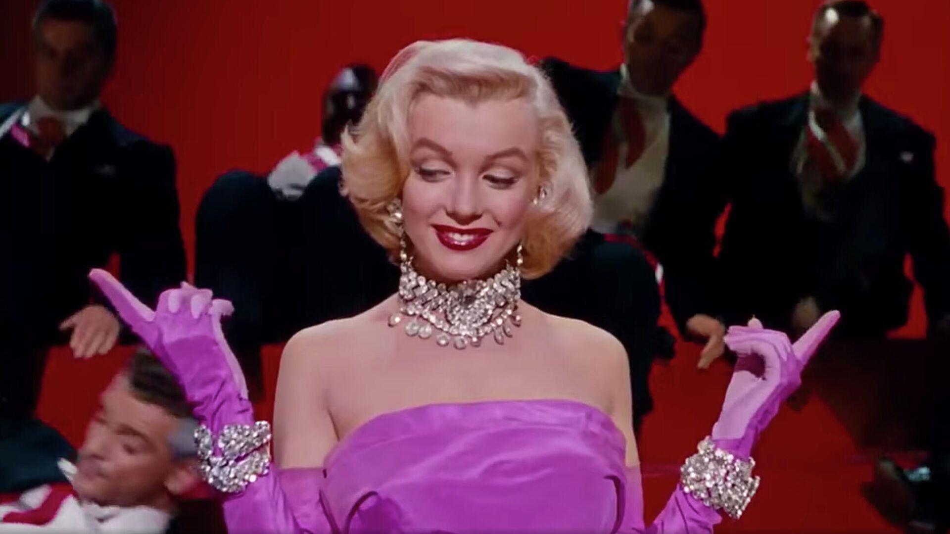 1577757993 0:230:1958:1331 1920x0 80 0 0 c057646dc78e0409d478a80d1627febe - Юбка Монро, черное платье Хепберн. Кто вдохновлял знаменитых модельеров