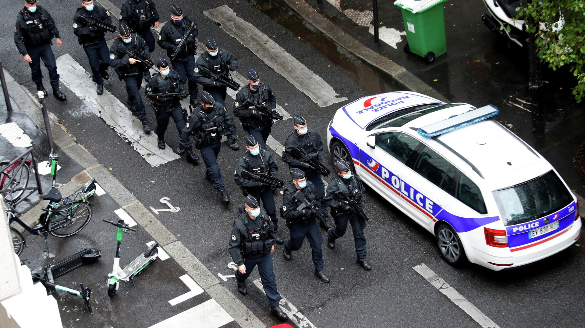 Спецслужбы на месте нападения у бывшего офиса французского сатирического журнала Charlie Hebdo в Париже - РИА Новости, 1920, 17.10.2020