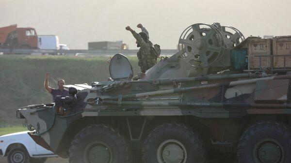 Военнослужащие армии Азербайджана на бронетранспортере в Баку, 27 сентября 2020