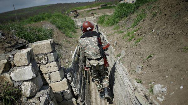Армянские военные на позициях у границы Нагорного Карабаха
