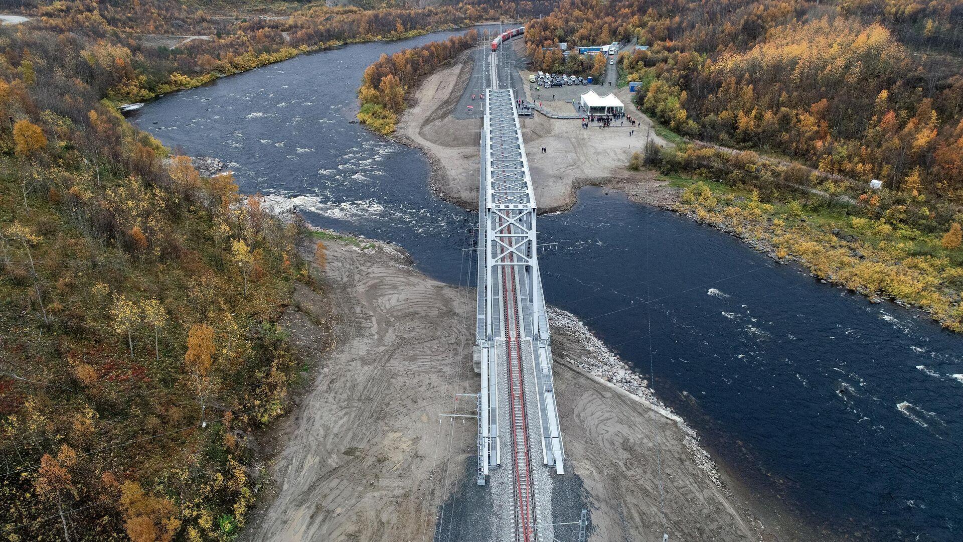 Новый железнодорожный мост через реку Кола под Мурманском - РИА Новости, 1920, 28.09.2020
