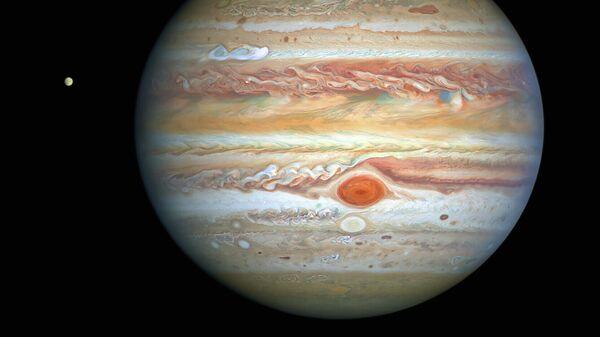 Юпитер сфотографированный космическим телескопом НАСА Хаббл