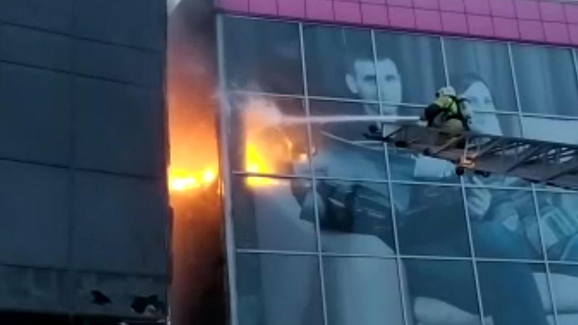 Фасад гостиницы загорелся в Новосибирске - РИА Новости, 1920, 29.09.2020