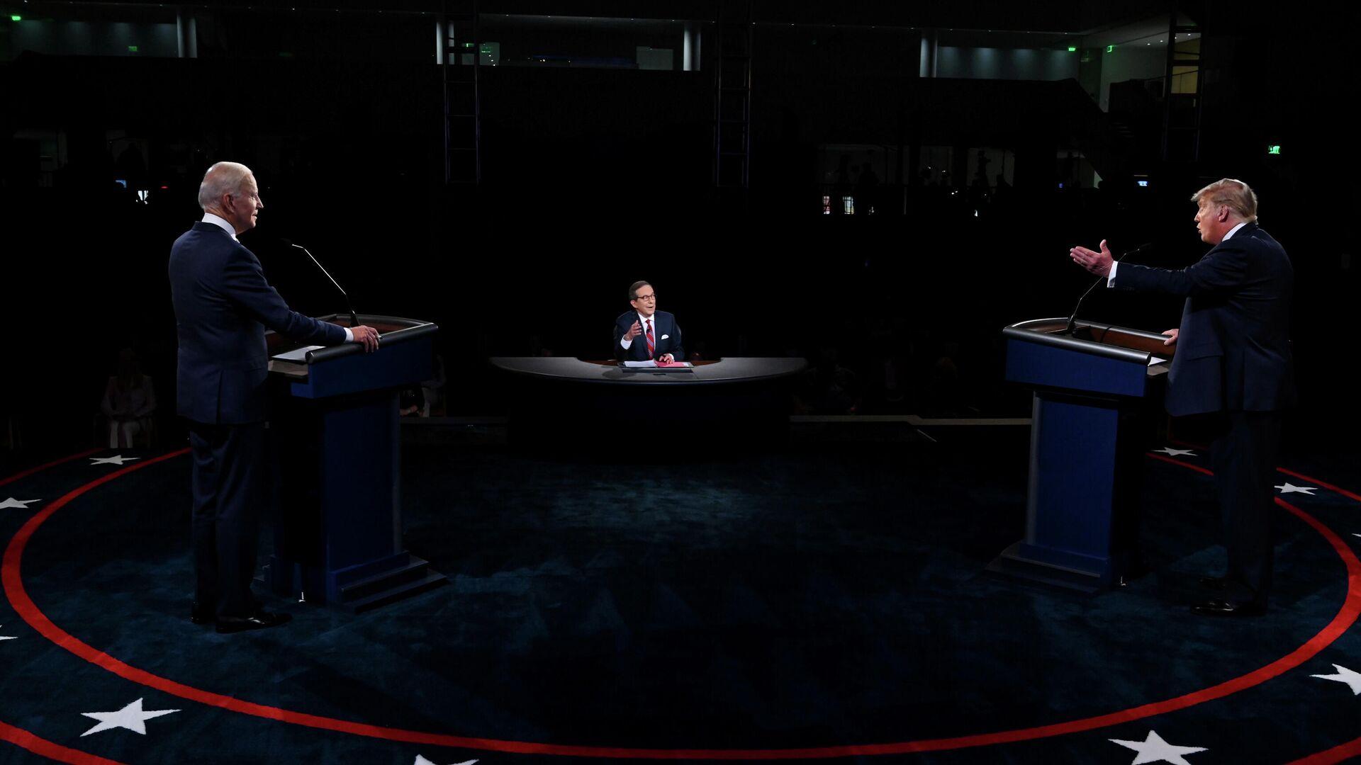 Президент Дональд Трамп США и Джо Байден во время дебатов в Кливленде, штат Огайо - РИА Новости, 1920, 30.09.2020