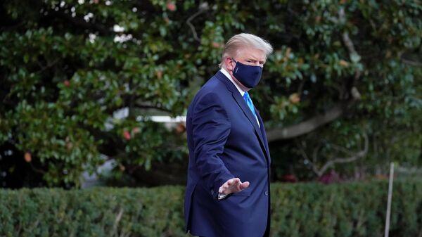 Дональд Трамп направляется в военный госпиталь