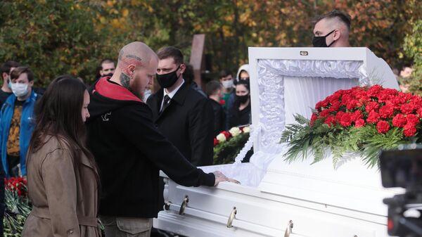 Церемония прощания с националистом Максимом Марцинкевичем (известным как Тесак) на Кунцевском кладбище