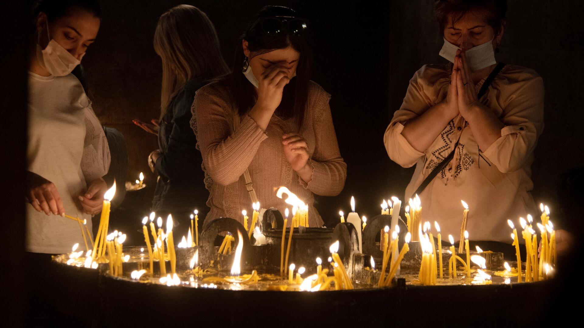 Женщины на общенациональной молитве в соборе Святого Григория Просветителя в Ереване - РИА Новости, 1920, 12.03.2021