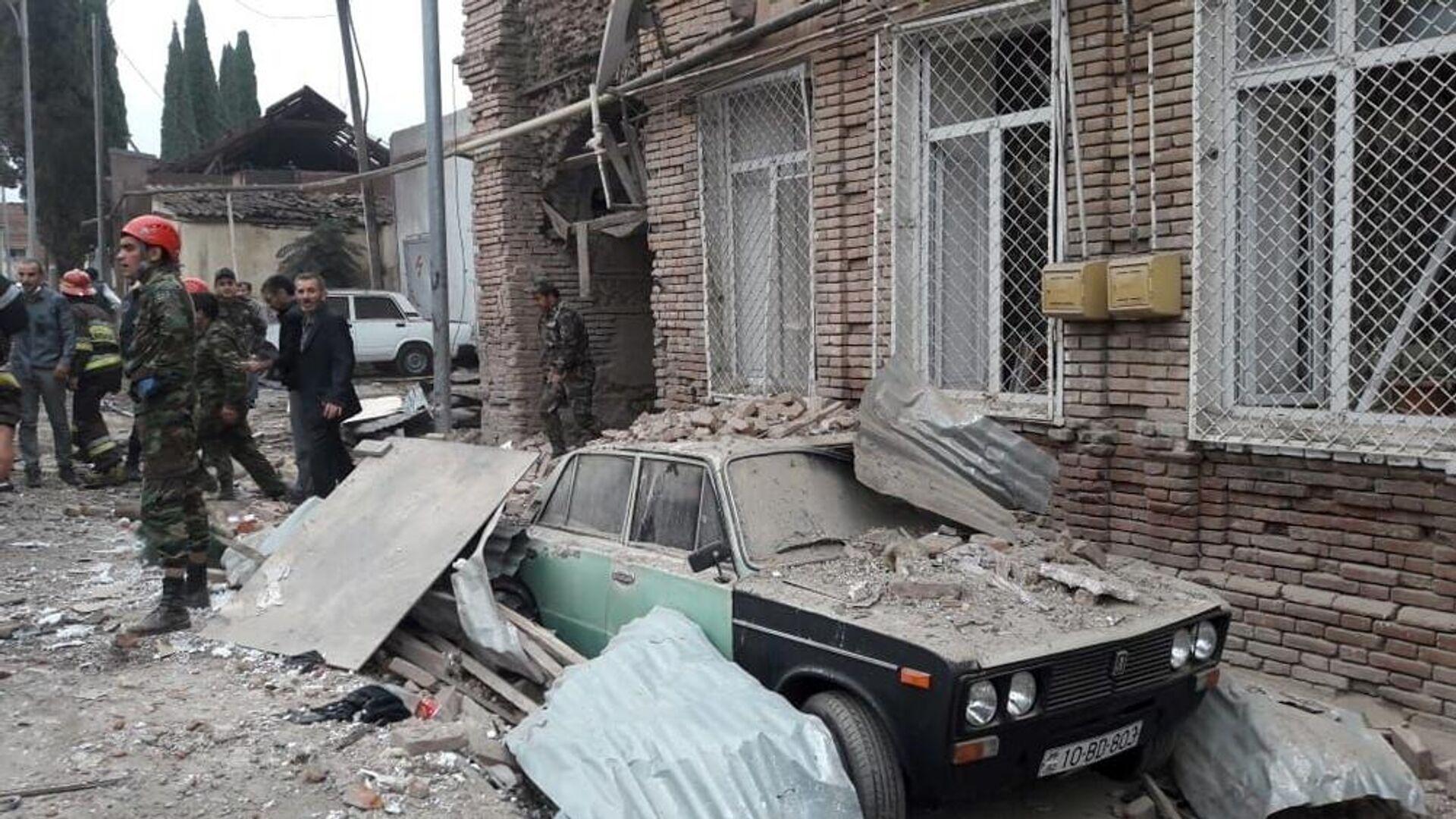 Здания, разрушенные в результате обстрела города Гянджи - РИА Новости, 1920, 04.10.2020