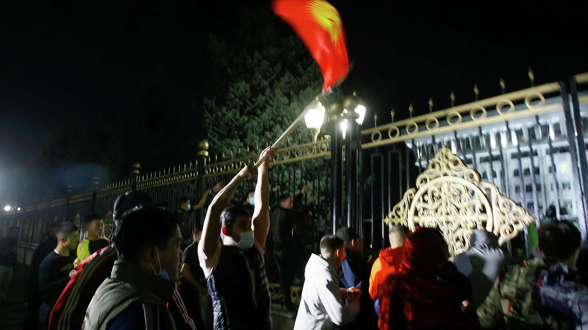 Протестующие в Бишкеке - РИА Новости, 1920, 06.10.2020