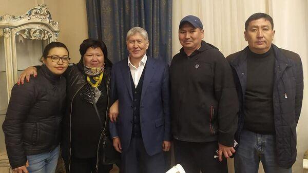 Освобожденный протестующими экс-президент Киргизии Алмазбек Атамбаев