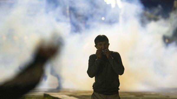 Участник акции протеста в Бишкеке