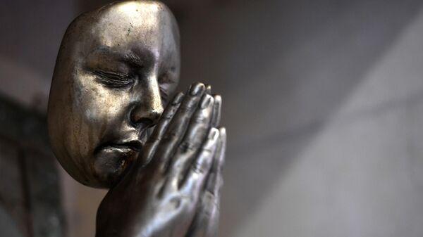Скульптура  в Храме всех религий в Казани