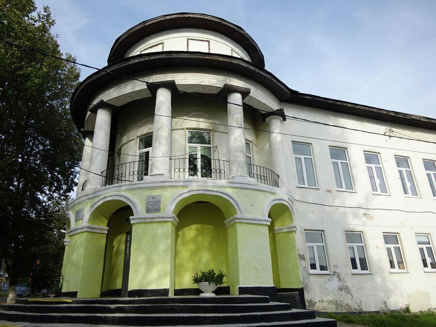 Женская гимназия (дом Якова Алянчикова)