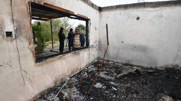 Дом, сгоревший после обстрела, в азербайджанском селе Сарыджалы Агджабединского района