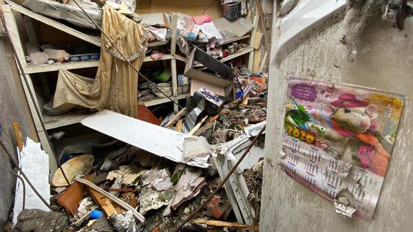 Дом в Степанакерте, разрушенный после обстрела