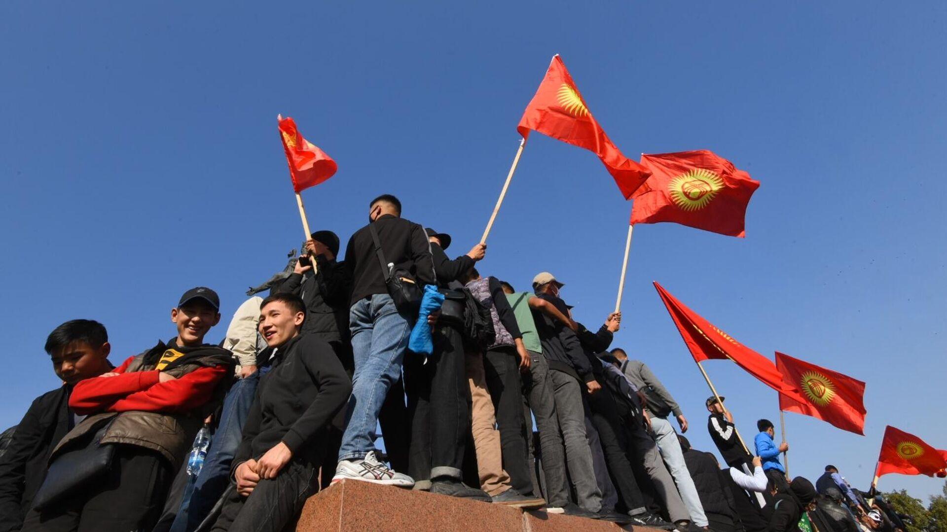 Участники акции протеста в Бишкеке - РИА Новости, 1920, 08.10.2020