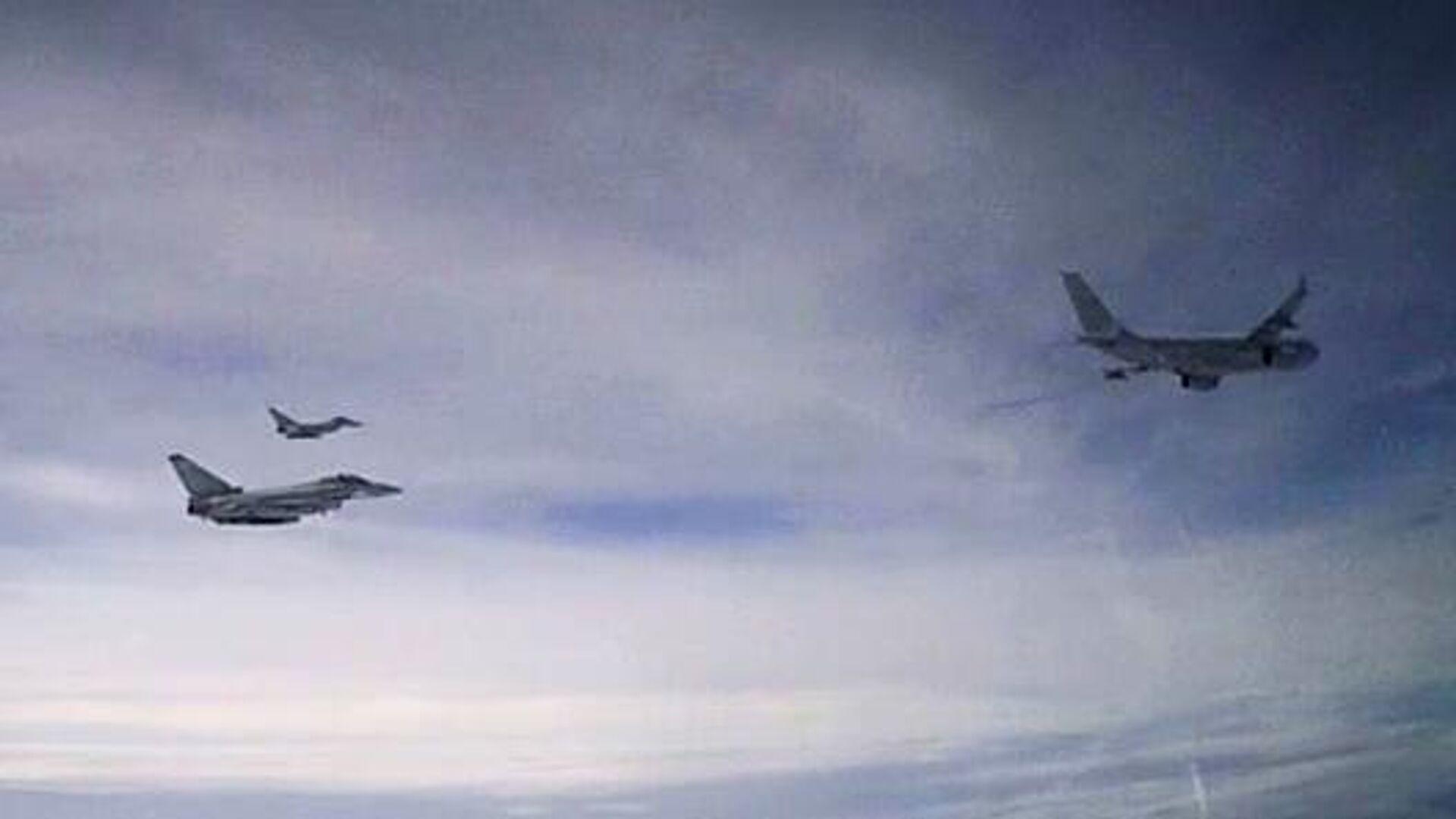 Британские самолеты, перехваченные российским Су-27 в небе над акваторией Черного моря - РИА Новости, 1920, 11.05.2021