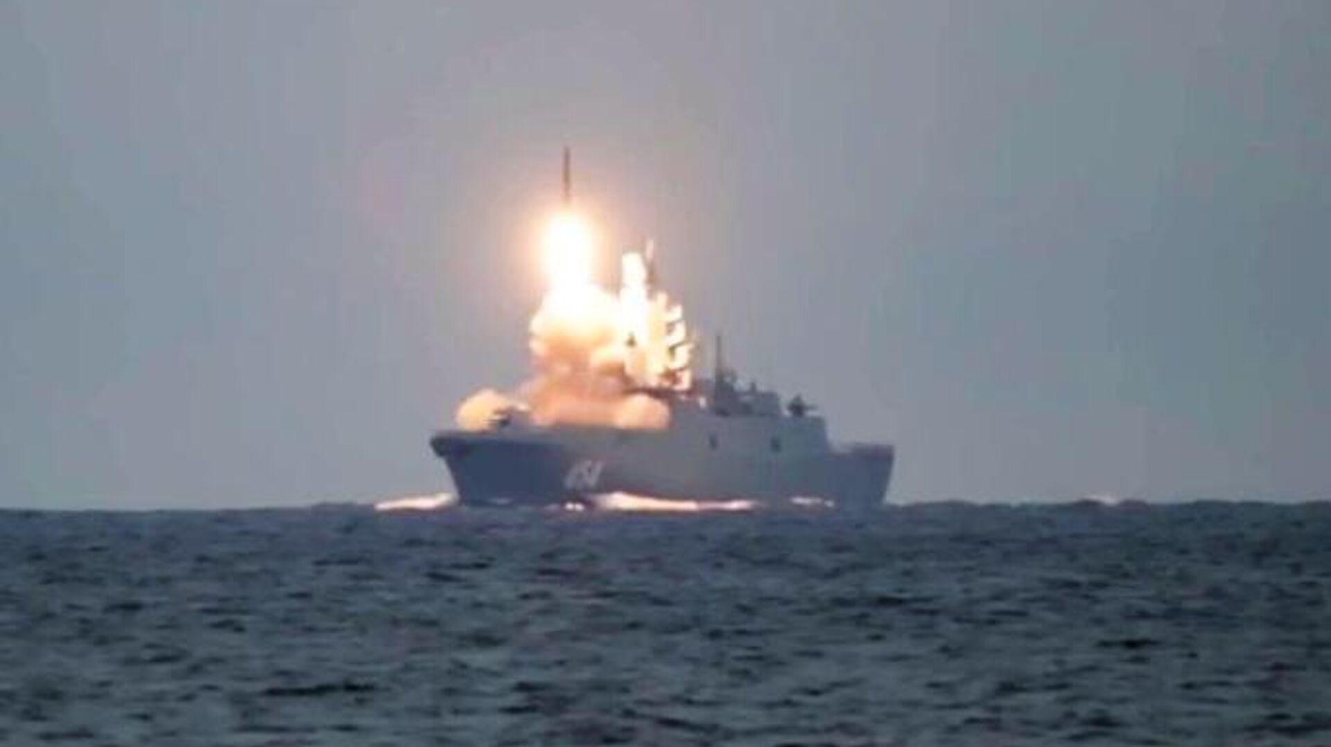 Первый запуск гиперзвуковой ракеты Циркон с фрегата Адмирал Горшков в Белом море по морской цели в Баренцевом море - РИА Новости, 1920, 07.10.2020