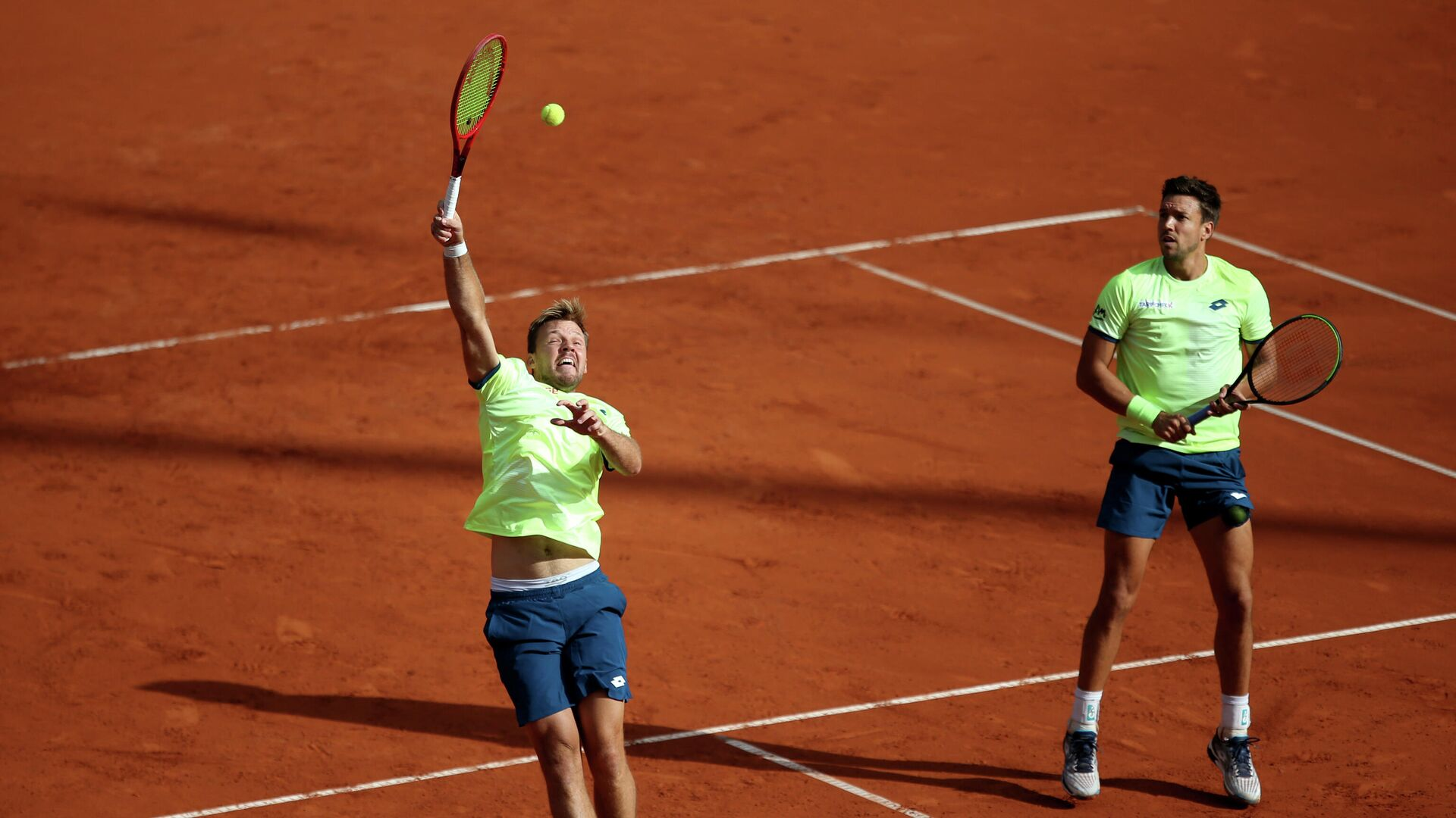 Tennis - ATP 500 - Hamburg European Open - Am Rothenbaum, Hamburg, Germany - September 24, 2020   Germany's Kevin Krawietz and Andreas Mies in action during their men's doubles match against Austria's Oliver Marach and South Africa's Raven Klaasen   REUTERS/Cathrin Mueller - РИА Новости, 1920, 08.10.2020