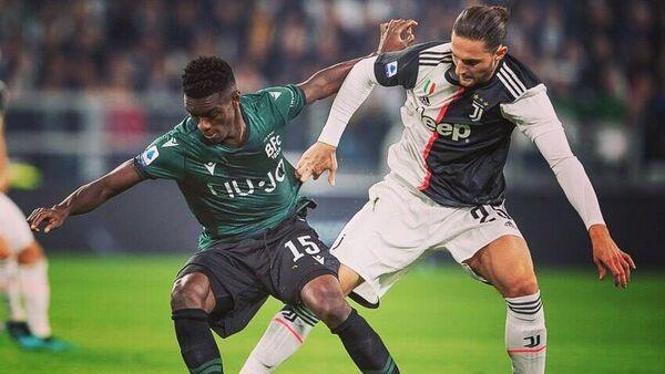 Ибраима Мбайе и Адриен Рабьо в матче чемпионата Италии.