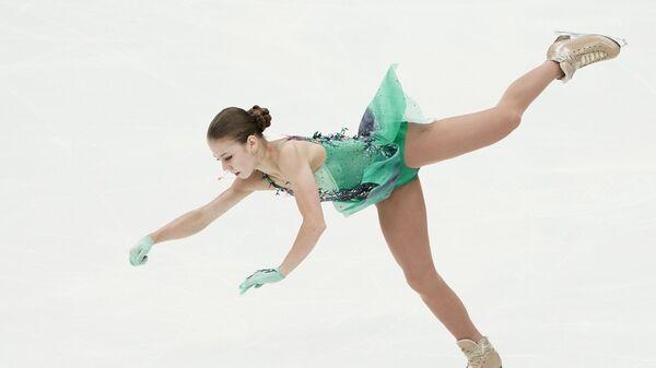 Александра Трусова выступает с короткой программой в женском одиночном катании на II этапе Кубка России - Ростелеком по фигурному катанию в Москве.
