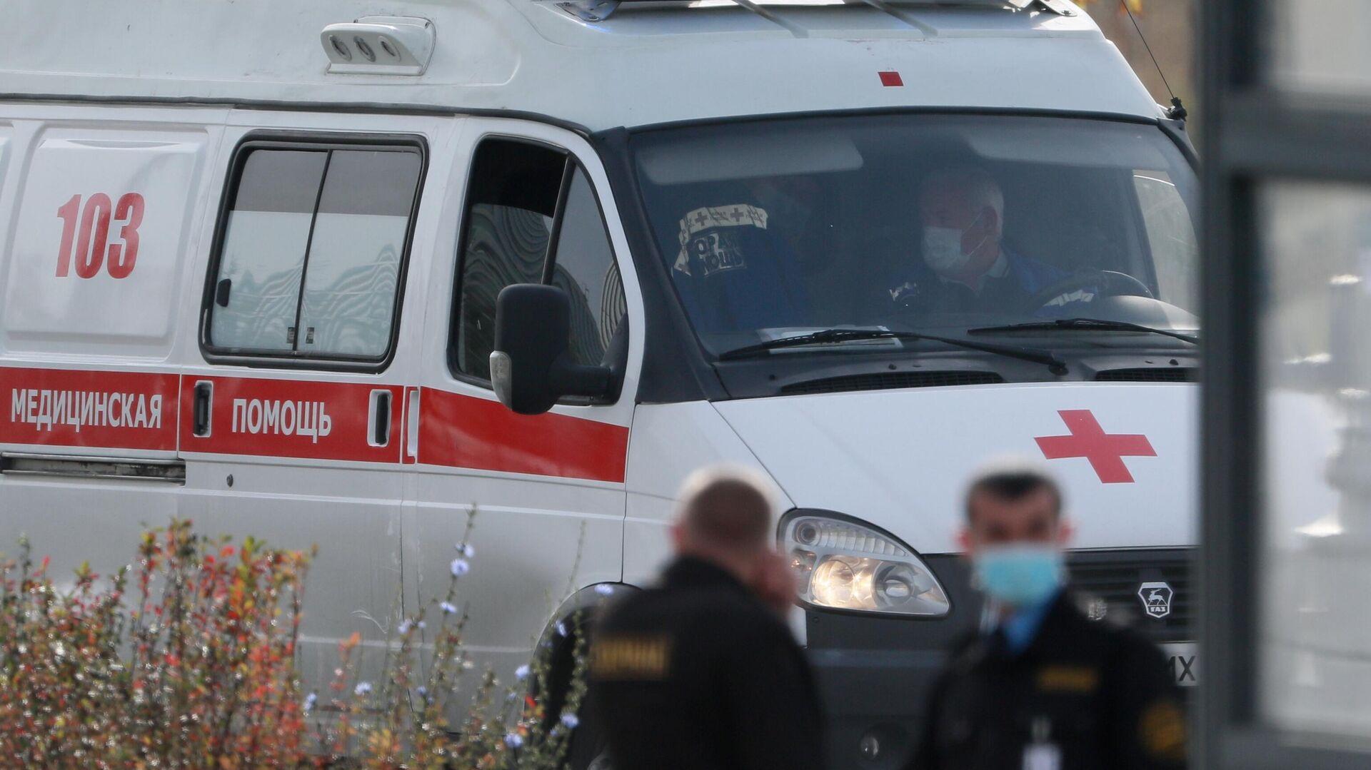 Машина скорой медицинской помощи возле карантинного центра в Коммунарке - РИА Новости, 1920, 04.11.2020
