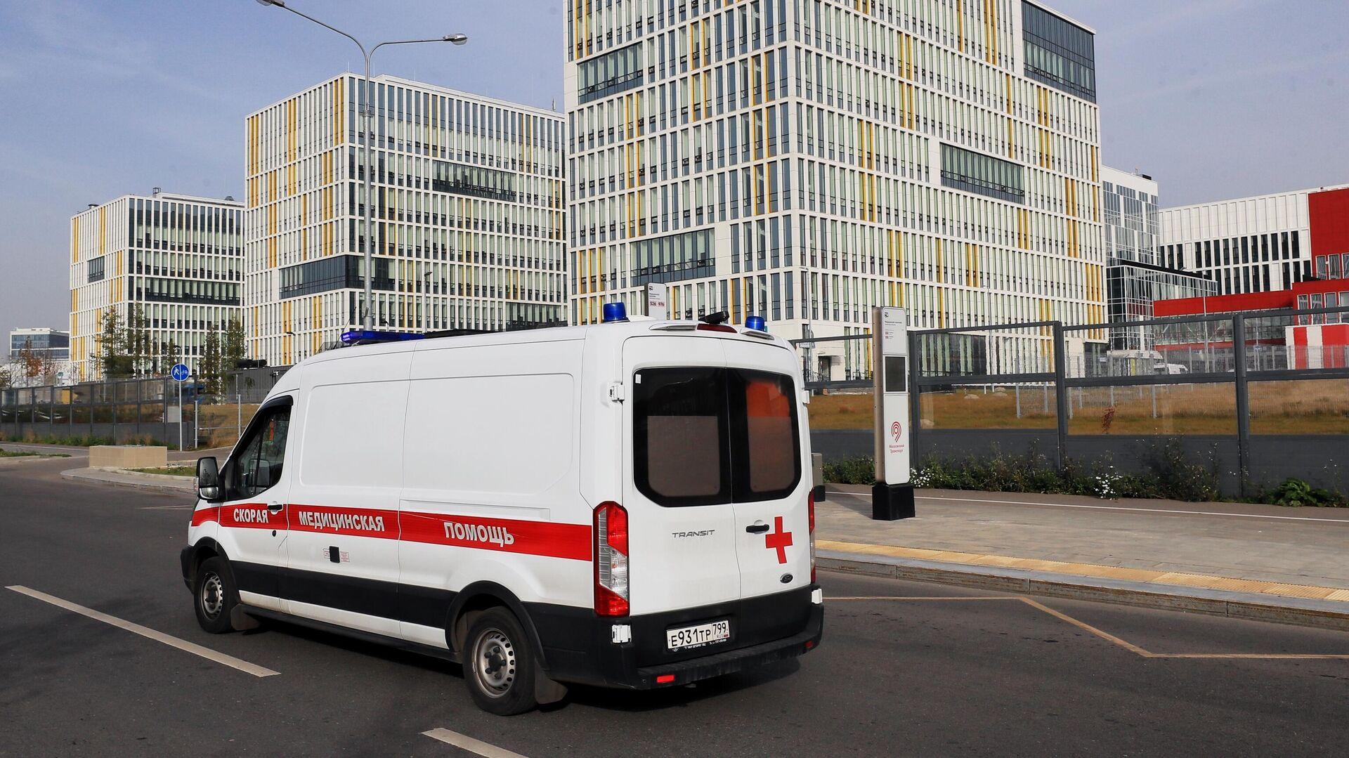 Машина скорой медицинской помощи возле карантинного центра в Коммунарке - РИА Новости, 1920, 09.11.2020