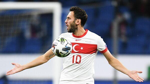 Нападающий сборной Турции Хакан Чалханоглу