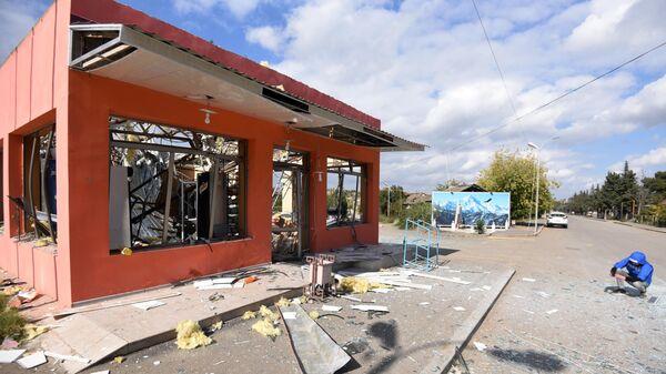 Здание магазина в Мартакерте, разрушенное в результате обстрелов