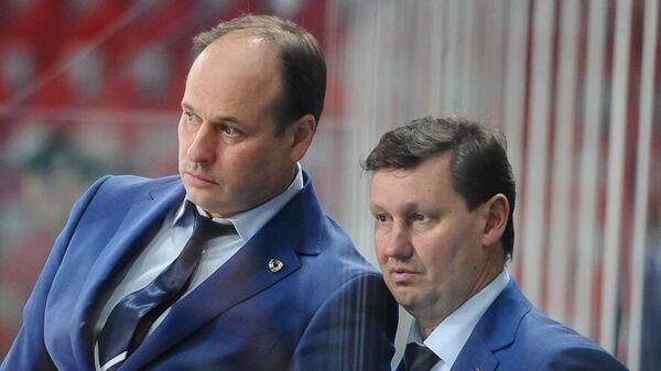 Хоккейный тренер Евгений Ставровский (слева)