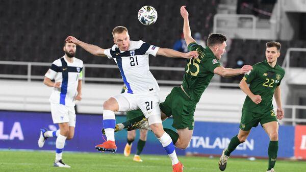 Игровой момент матча сборных Финляндии и Ирландии
