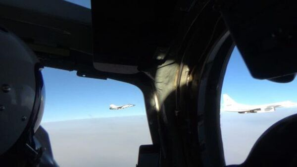 Ракетоносцы Ту-160 выполнили плановый полет над  северными морями продолжительностью около 12 часов