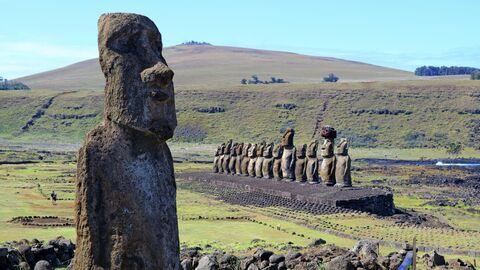 Одиночная статуя Моаи на острове Пасхи