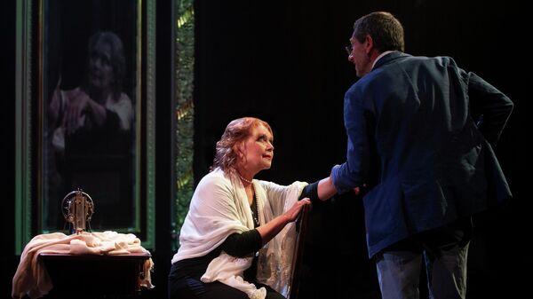 Сцена из спектакля Толстого нет в Московском театре Школа современной пьесы