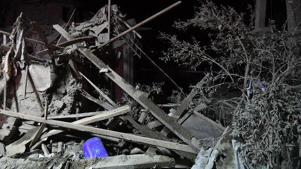 Дома, пострадавшие в результате ракетного обстрела города Гянджа