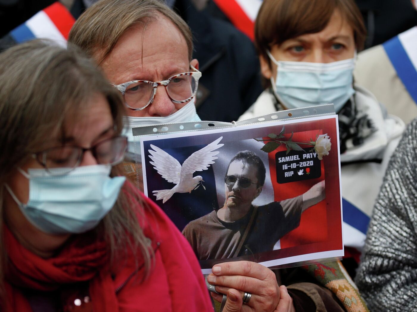 СМИ: убийца учителя во Франции выложил обращение на русском - РИА Новости,  21.10.2020
