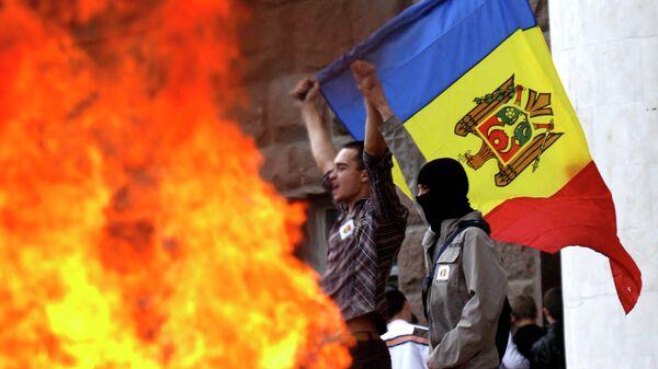 Акция протеста возле здания парламента в Кишиневе. Архивное фото