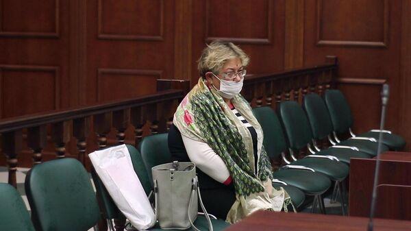 Гражданская жена погибшего Сергея Захарова Ирина Стерхова в зале заседаний Московского городского суда