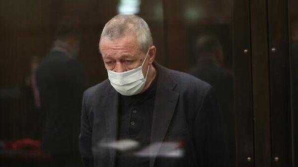 Михаил Ефремов слушает приговор: кадры из суда