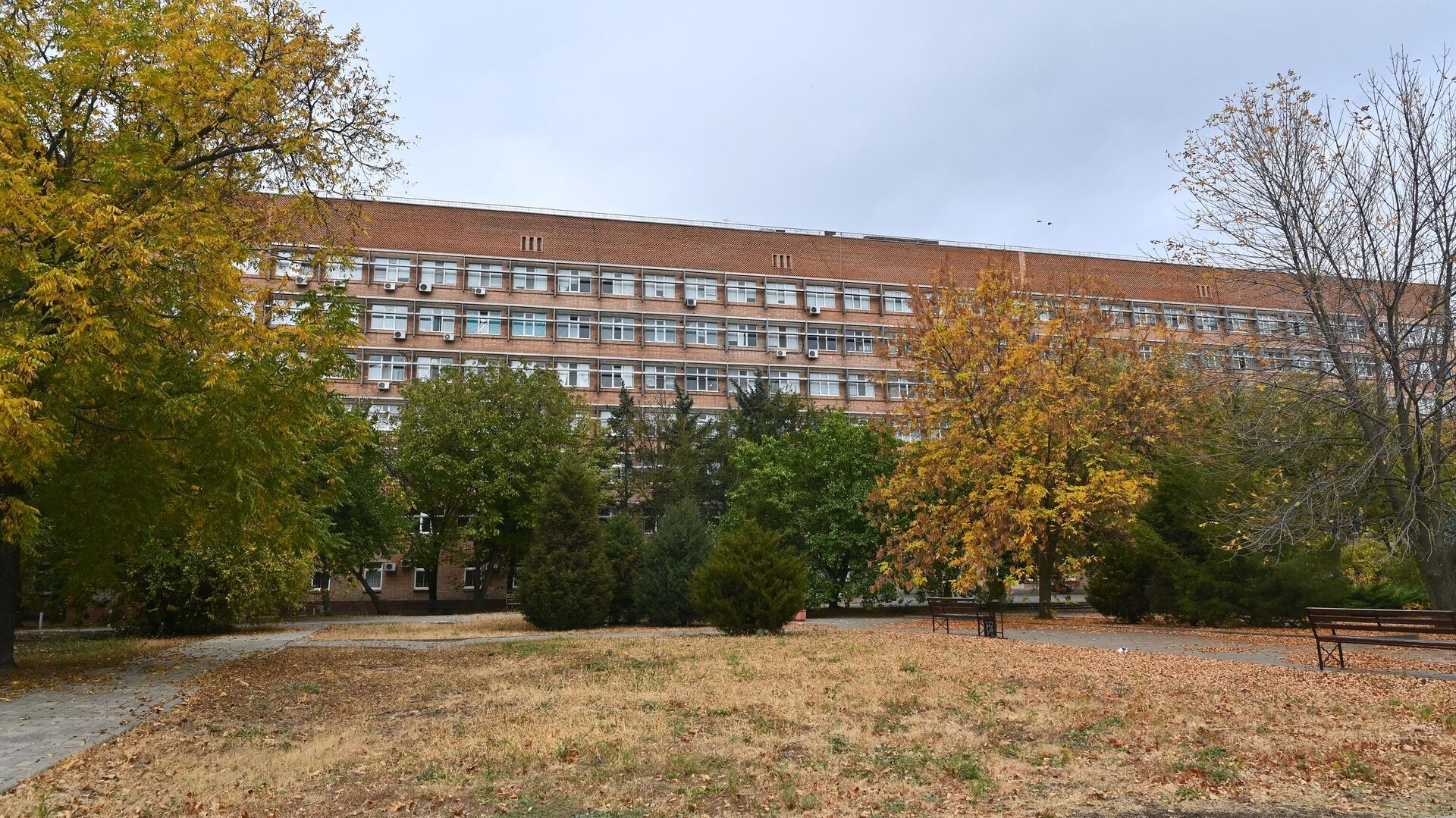 Здание городской больницы №20 в Ростове-на-Дону - РИА Новости, 1920, 27.10.2020