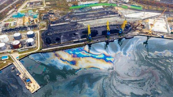 Разлив нефтепродуктов в акватории Находки