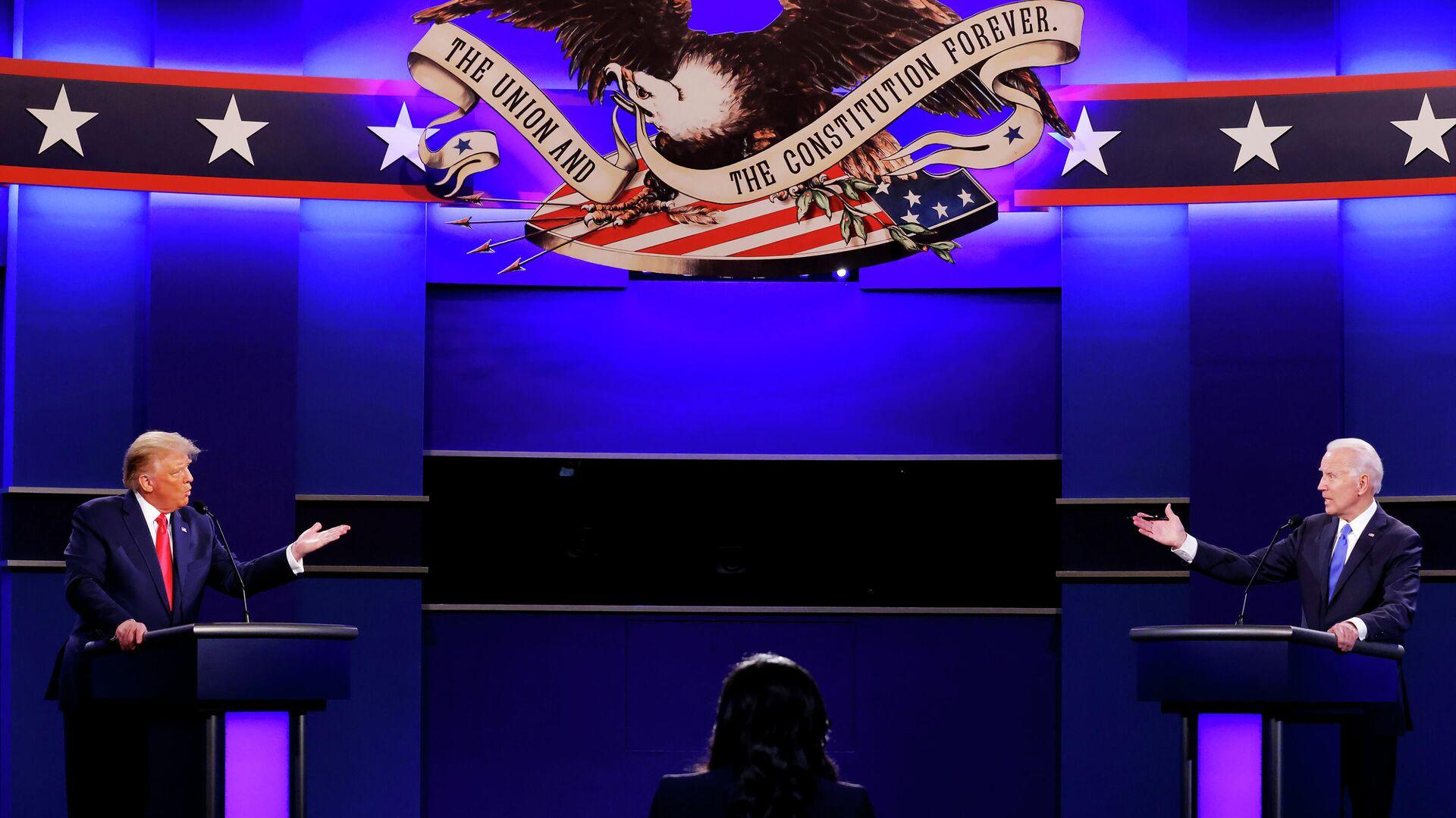 Президент США Дональд Трамп и кандидат в президенты США от Демократической партии Джо Байден во время финальных дебатов в Нэшвилле - РИА Новости, 1920, 29.10.2020